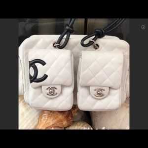 CHANEL Reporter white & black pink inside